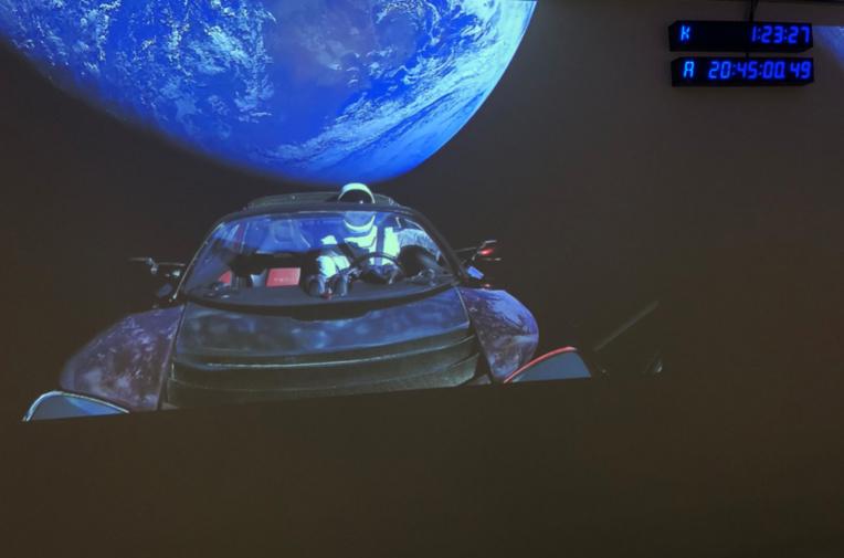 La voiture lancée par Falcon Heavy filmée en direct depuis l'espace
