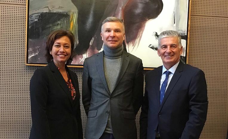 Jacques Raynal s'entretient avec le directeur de cabinet adjoint au ministère de la Santé