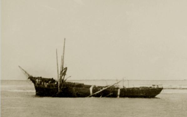 L'épave du Seeadler sur le récif de Mopelia : un naufrage dû à une imprudence impardonnable.