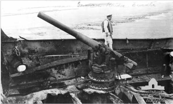 L'un des canons du Seeadler orne les jardins à côté de la poste de Papeete.