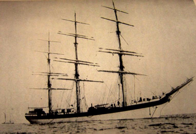 Fier trois-mâts, le Seeadler sillonna l'Atlantique avant d'écumer le Pacifique ; à son bilan, la prise de quinze navires.