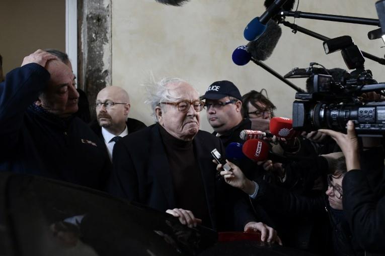 Jean-Marie Le Pen garde la présidence d'honneur du FN avant un congrès sous tension