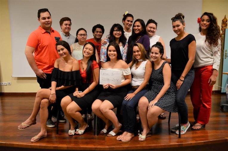 Les 15 étudiants de l'Isepp à l'initiative du projet Clean Up Fenua à Mataiea. @ M.Leyral.