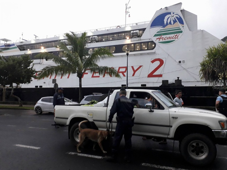 Moorea : les forces de l'ordre contrôlent l'Aremiti et les bus(...)