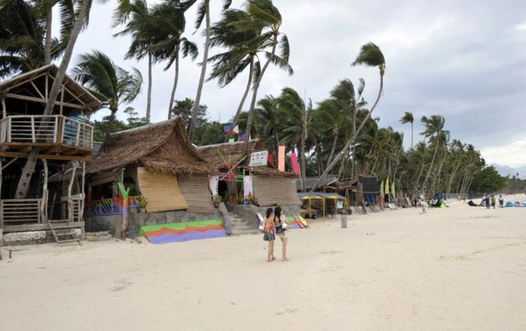 """Philippines : les hôtels ont deux mois pour nettoyer une île """"fosse(...)"""