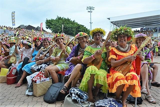 Le premier record comptabilisé au Guinness avait eu lieu place To'ata le 11 avril 2015 et avait rassemblé 4750 Polynésiens.