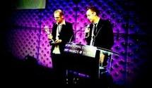 PHOTO : David Stubbs et Thomas Robins, concepteurs de la série Reservoir Hill , ont reçu lundi à Cannes le prix de la meilleure fiction numérique pour la jeunesse. (Photo : TV New Zealand)