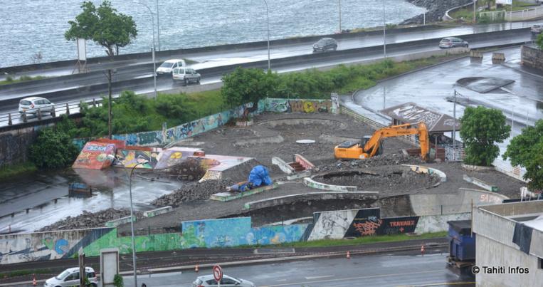 Les travaux de rénovation du skate park de Tipaerui ont pris deux mois de retard à cause de la pluie, mais dans quelques semaines il sera rouvert avec un revêtement en béton tout neuf.
