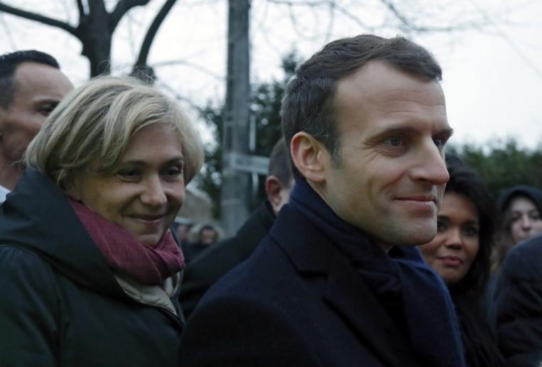 Service national: Macron recadre le débat