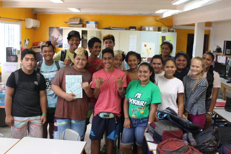 La classe de 3ème prépa-pro collège d'Afareaitu de Moorea participe au projet Francoplanète. Les élèves sont répartis en quatre groupes. Ils travaillent sur un thème choisi.