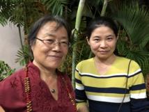 Jianhua Qi, directrice pédagogique de Confucius (à gauche) et une de ses assistantes.