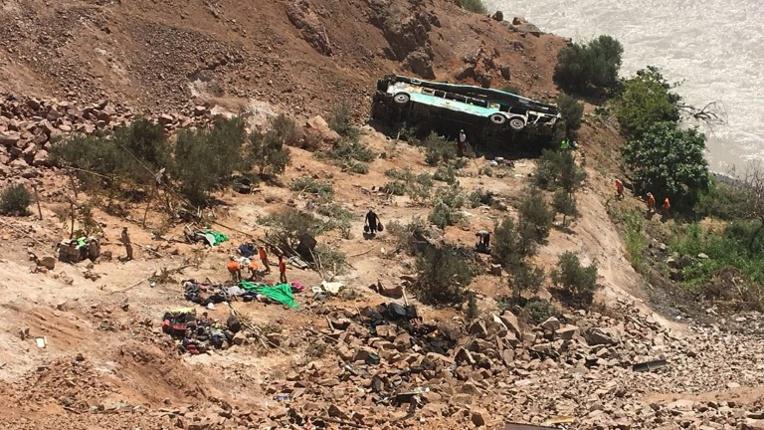 Pérou: un autocar chute dans un ravin, au moins 35 morts