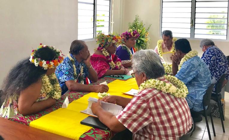 Le conseil municipal s'est ensuite réuni avec le Président Edouard Fritch et la délégation gouvernementale afin d'évoquer les besoins de la population et la commune. crédit : Présidence de la Polynésie française.