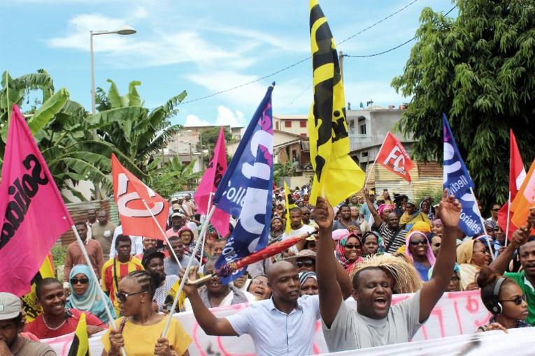 """Insécurité à Mayotte: manifestation et appel à une journée """"île morte"""""""
