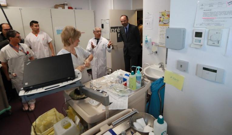 """Les hôpitaux dénoncent une baisse """"dangereuse"""" et """"insoutenable"""" de leurs tarifs"""