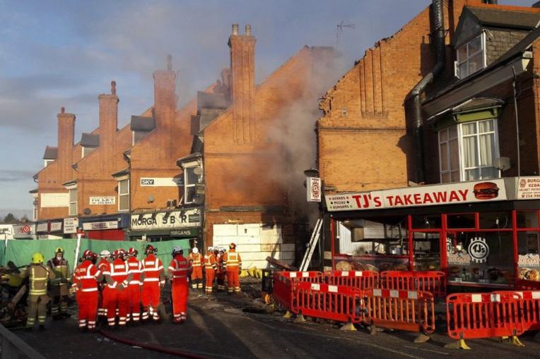 GB : trois arrestations dans l'enquête sur une explosion qui a fait cinq morts
