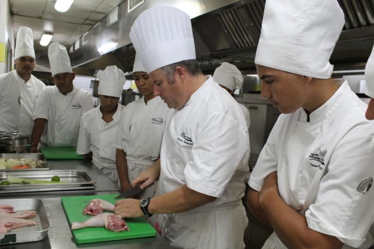 Séance pratique pour les élèves de la filière Sciences et technologies de l'hôtellerie et de la restauration (STHR) du lycée hôtelier de Punaauia.
