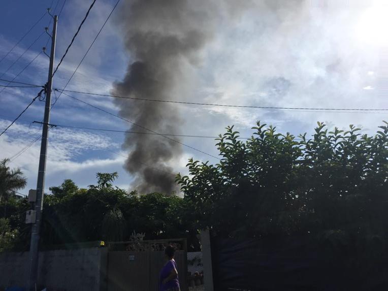 Incendie en cours à Pirae, la rue Gadiot bloquée
