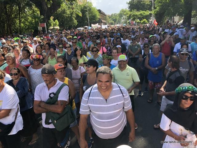 Près de 3 000 personnes (chiffre de la police NDLR) ont répondu à l'appel de l'intersyndicale, ce mardi.