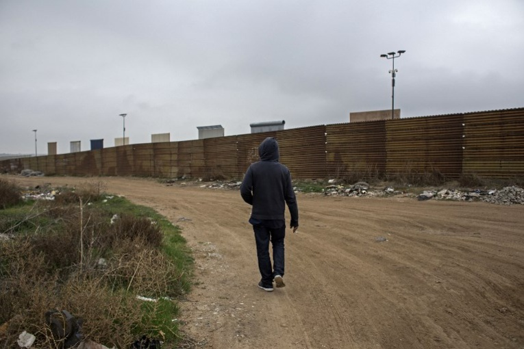 Trump vante son mur en Californie, terre anti-trumpiste