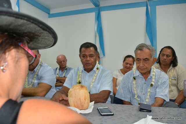 Des représentants de l'Union calédonienne sont au fenua pour demander le soutien d'Oscar Temaru.