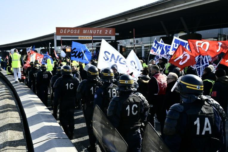 Air France: la direction tente de désamorcer la grève du 23 mars