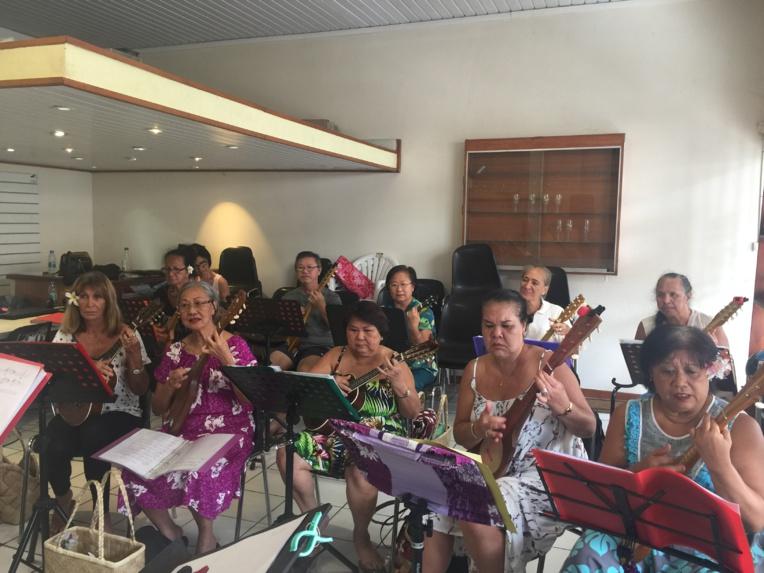 Et pour ne pas oublier la culture polynésienne, des cours de ukulele sont également dispensés au Koo Men Tong.