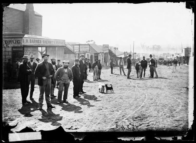 Au temps des ruées vers l'or, en Australie les villes de prospecteurs poussaient comme des champignons, façon « western » américain.