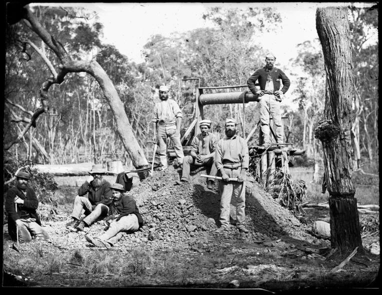 Or, saphirs, opales, le sous-sol australien est riche d'immenses trésors et les « diggers » ont été des dizaines de milliers à tenter leur chance à partir de 1851.