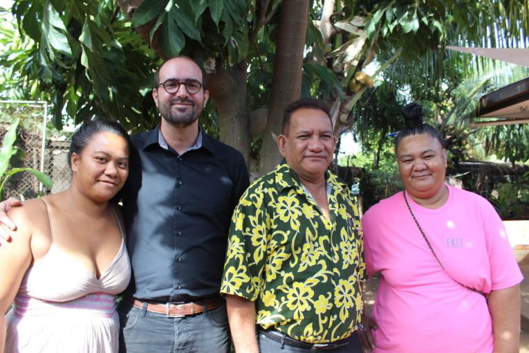 Olivier Pôté, directeur de la fondation FACE, au centre entouré des membres de l'association Hotuarea Nui à Faa'a.
