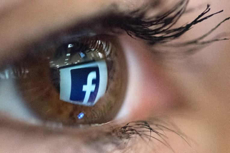 Pourquoi sommes-nous +accro+ à Facebook?