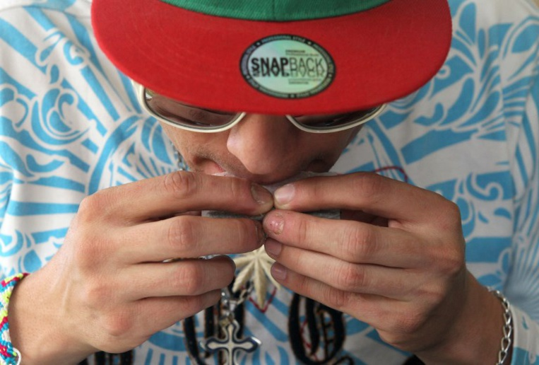 Usage de stupéfiants: vers une amende de 300 euros aux consommateurs