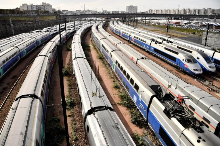 """Grève SNCF: le trafic encore très perturbé, le gouvernement """"calme"""" et """"déterminé"""""""