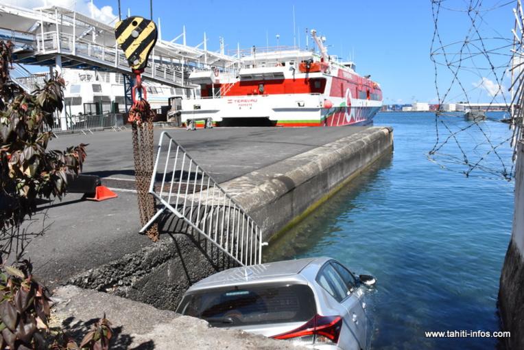 Quai des ferries : Une voiture termine sa course dans le lagon