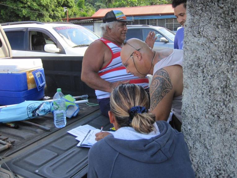 Ces derniers jours, le collectif des pêcheurs de Mataiea a sillonné les quartiers de Teva i Uta pour inviter les habitants à se joindre à leur mouvement samedi.