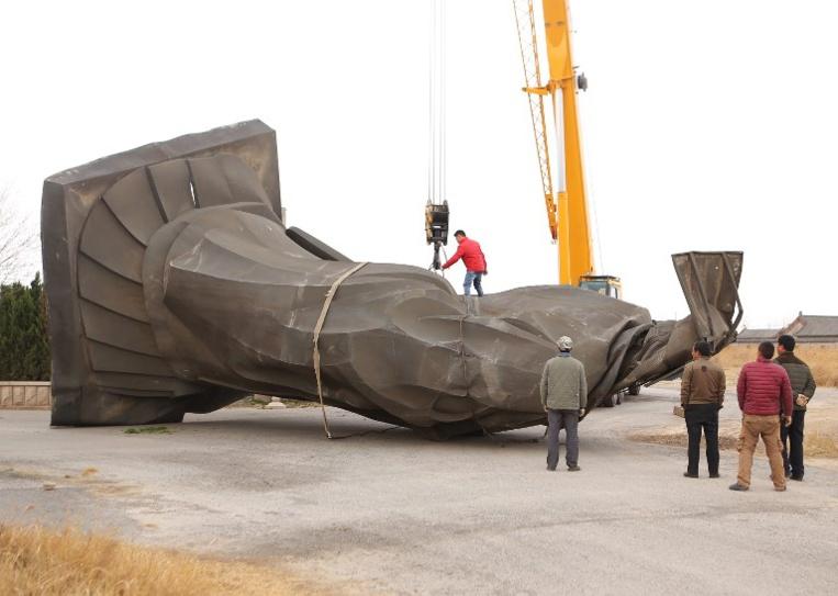 Chine : une statue du Premier empereur renversée par le vent