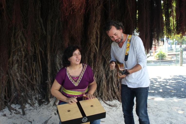 Les comptineurs de Tahiti vont vous emmener au milieu de la savane au son du jazz.