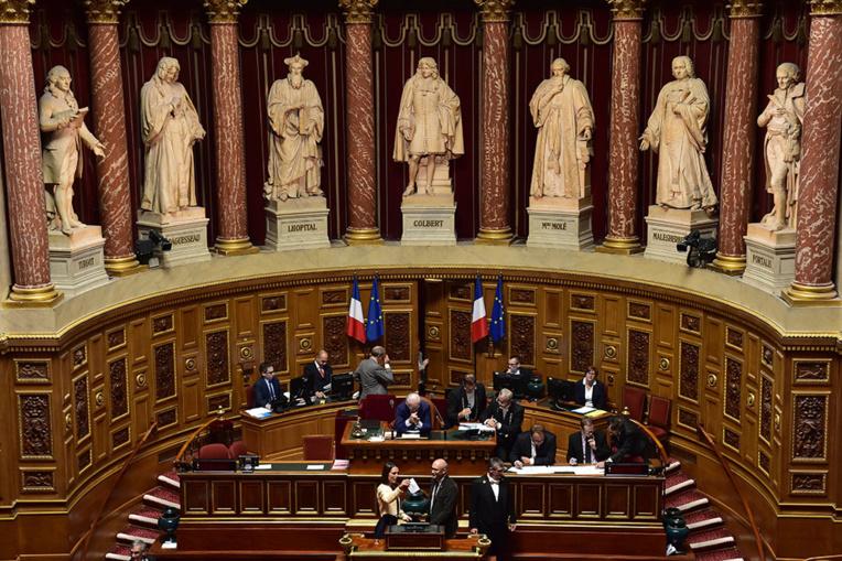 Sénat: feu vert à l'ordonnance adaptant des dispositions du Code de commerce à la Polynésie
