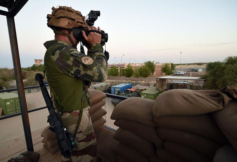 """Tombouctou: les assaillants voulaient """"prendre le contrôle"""" du camp de l'ONU et de Barkhane"""