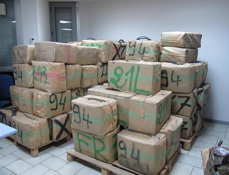 Aude: saisie record de 2,9 tonnes de cannabis sur l'A9