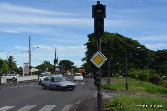Bientôt un an que les carrefours tricolores à Mahina sont éteints.
