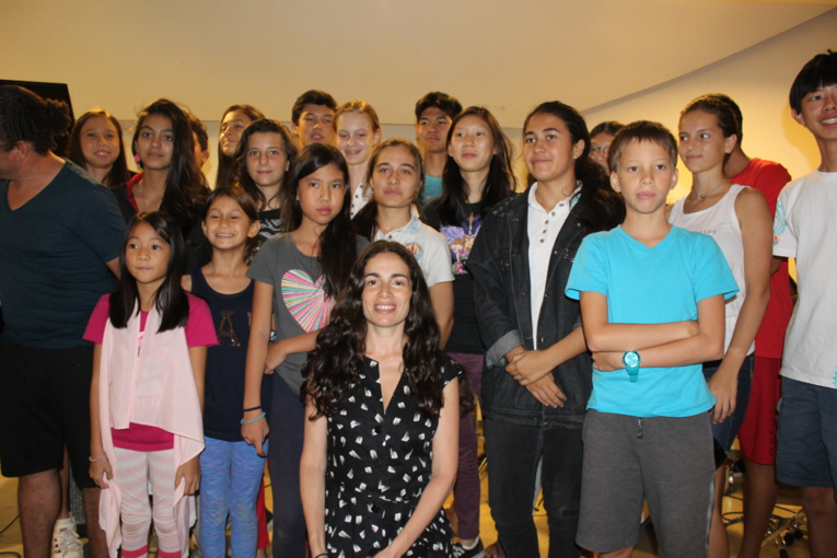 Yael Naim envoûte la masterclasse du Conservatoire