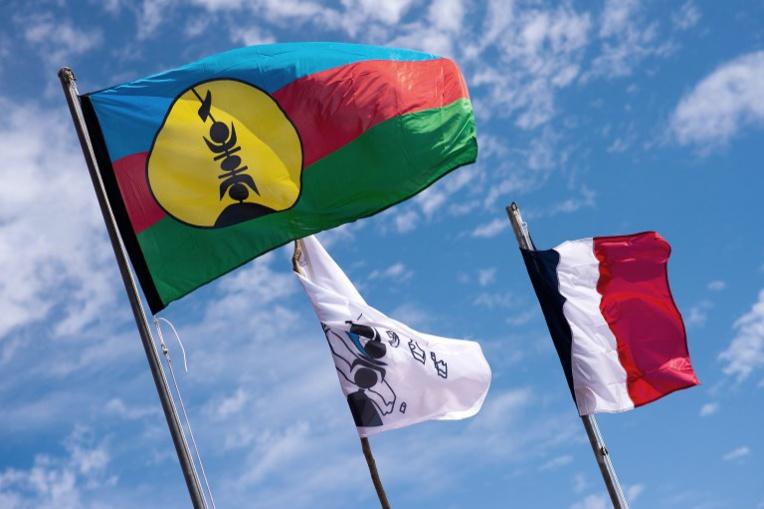 """""""Marche Bleu Blanc Rouge"""" lors de la visite de Macron à Nouméa le 4 mai"""