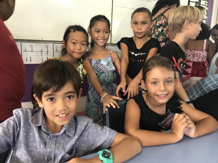 Les enfants de la classe de Miranda Taputuarai sont ravis de l'expérience.