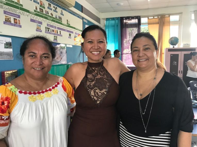 Au centre, l'enseignante de CE2 B Miranda Taputuarai, accompagnée de la directrice de l'école élémentaire de la Mission Georgette Mairau (à gauche) et de son ajointe Hereana Le Mouchon.