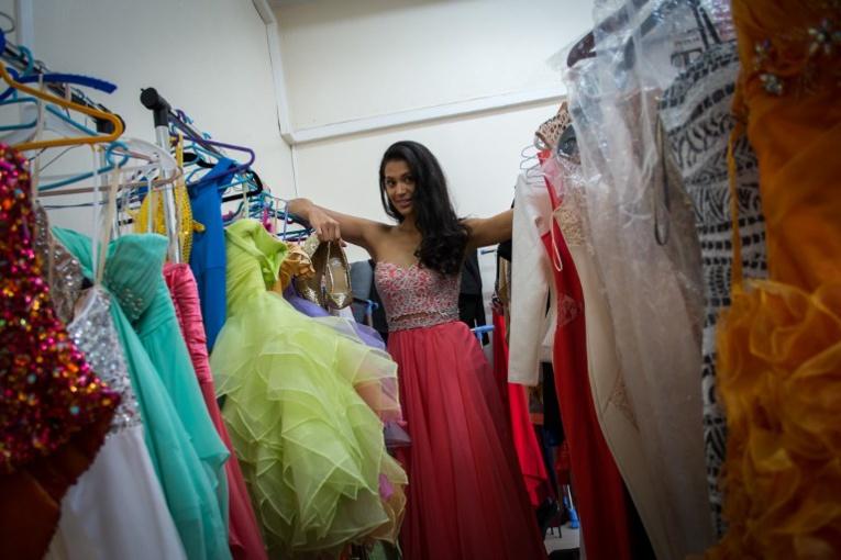 Hinarere Taputu lors de sa préparation au concours de Miss Monde. Photo : AFP