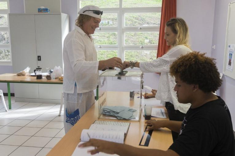 """N-Calédonie: un sondage donne le """"non"""" à l'indépendance largement gagnant"""