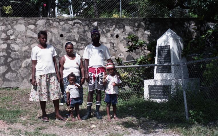 Sur l'île, un memorial a été édifié en l'honneur des martyrs de l'expédition de 1901.