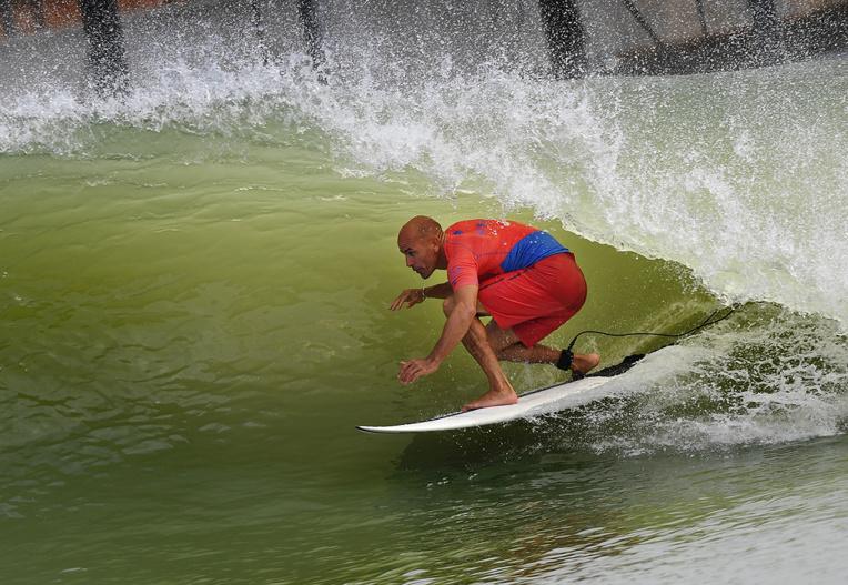 Une vague artificielle dans un stade: le surf olympique vu par l'Américain Kelly Slater