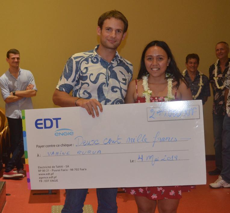 """Vahine Rurua a reçu le premier prix pour son travail sur la """"Biodiversité et l'exploitation des ressources marines en Polynésie française"""